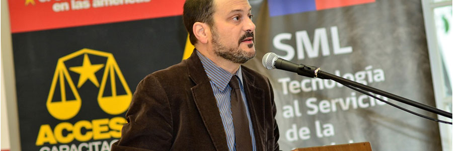 A professor speaking at an ACCESO Capacitacion event