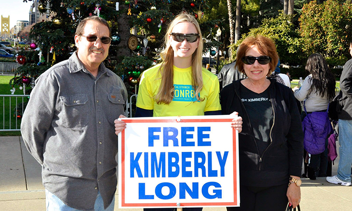 Alissa Bjerkhoel '08 with parents of Kim Long