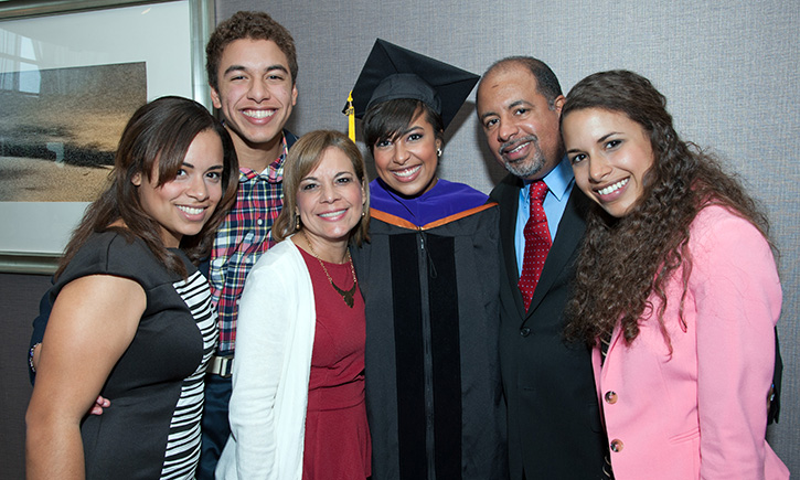 Sígrid Vendrell-Polanco and her family at graduation